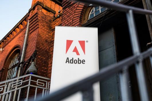 Das Adobe Zeichen zeigte den Gästen, dass sie in der Reithalle Dresden richtig sind.