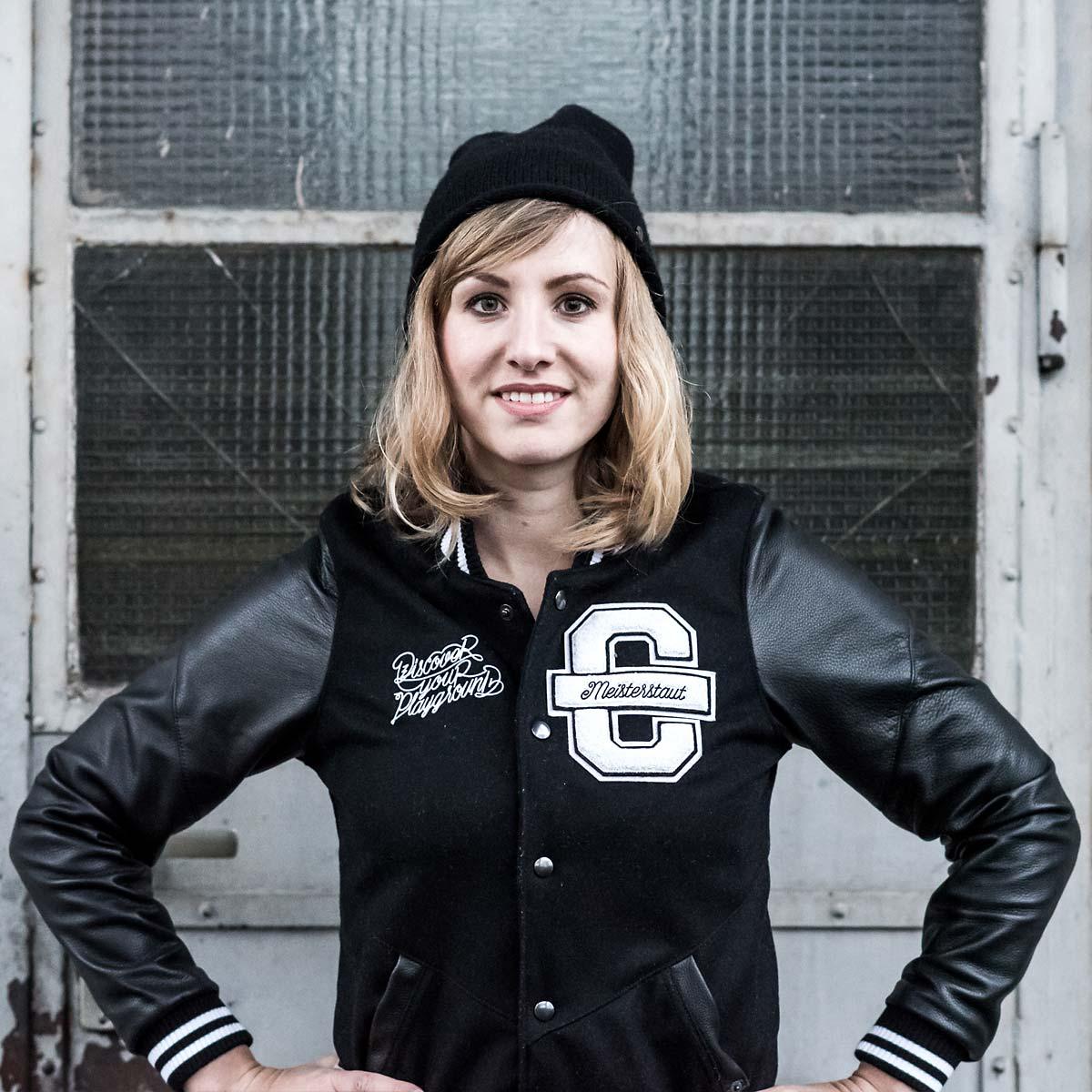 Anne Stautmeister, die Frau für Design Ping-Pong und kreative Ideen bei CROMATICS Dresden.