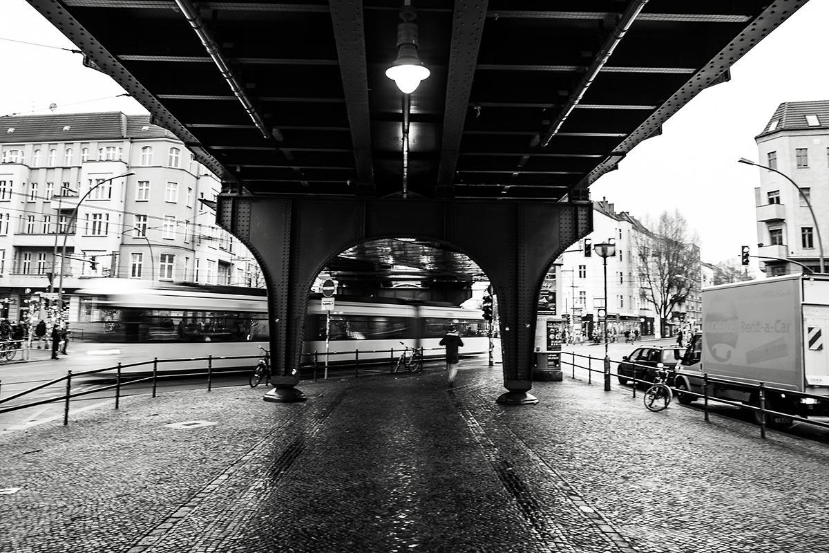 Auf den Straßen von Berlin passiert so einiges und seit 2015 mischt CROMATICS Berlin mit dem Hauptstadtbüro mit.