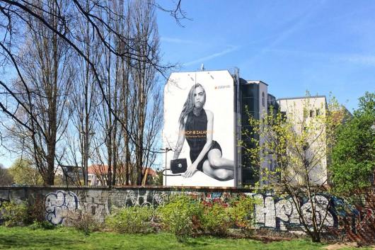 Das Mural in Berlin ist an der East Side Gallery zu sehen. Ein viel besuchter Ort. Perfekt für ein Mural für Zalando.