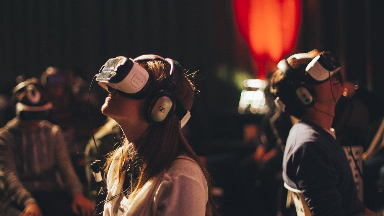 Virtuelle Brillen versetzen uns in die App Tausch dein Leben.
