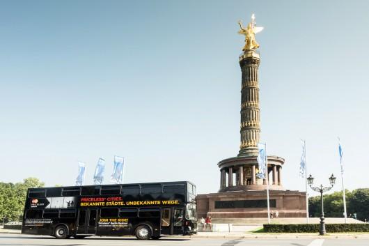 Der Bus fuhr quer durch Berlin.
