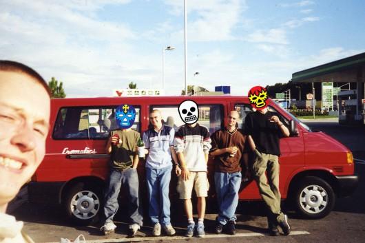Die drei jungen Gründer von CROMATICS und ihre Crew touren durch Deutschland.