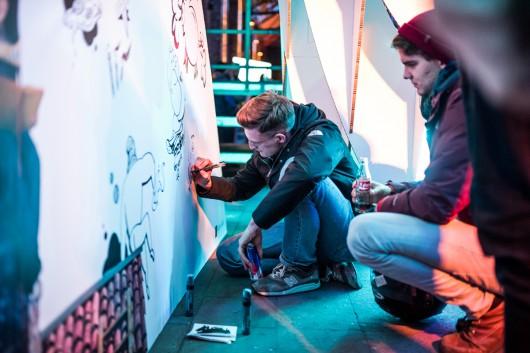 Cre-ei8ht und ARDA malten Doodles live an die Wände während des Adobe Creative Meet Ups.