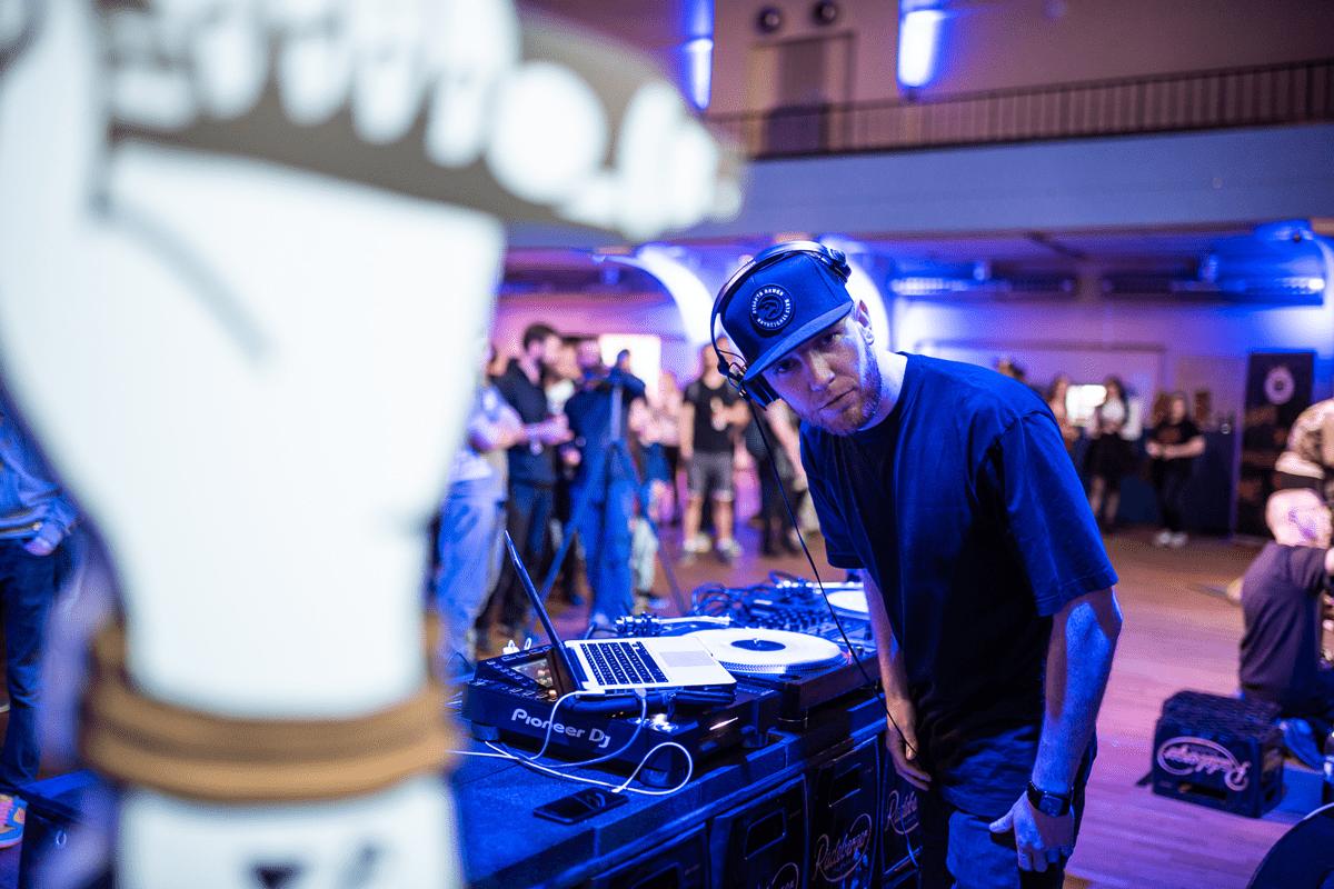 DJ Access legt auf den Battles puren Hip Hop auf.