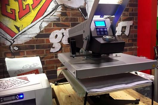 Die Druckermaschine von Reddo verrichtet gute Arbeit und holt viele Messerbesucher an den Stand der Sparkasse