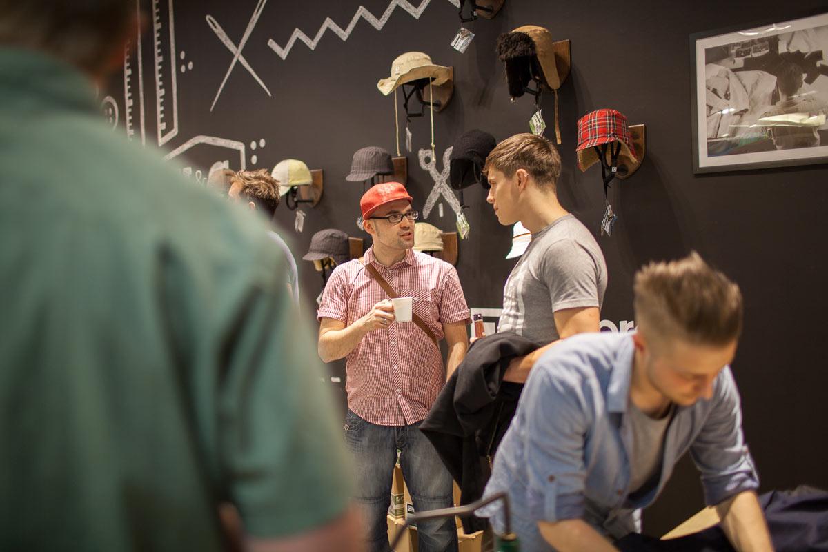 Das Event läuft. Corio sagt Hy im neun Pop Up Store in der Centrum Galerie Dresden.