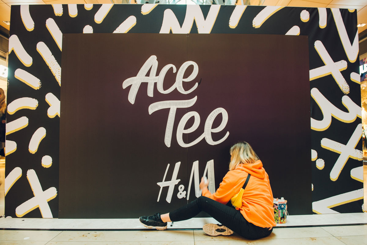 Anne T Iron brachte den Schriftzug in der Europapassage auf die Wand.