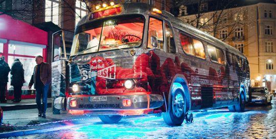 Der Red Bull Soundclash Nightliner fuhr durch Hamburg und heizte den Leuten ein.