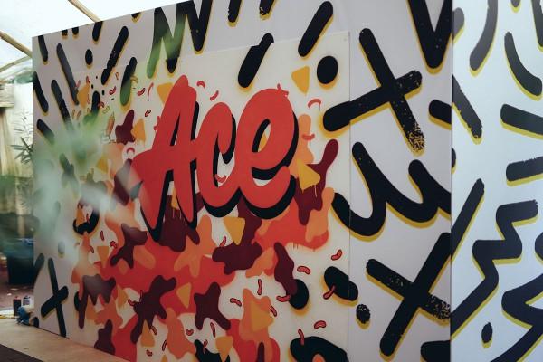 Ace Tee fand immer wieder Platz auf allen Werbemöglichkeiten.