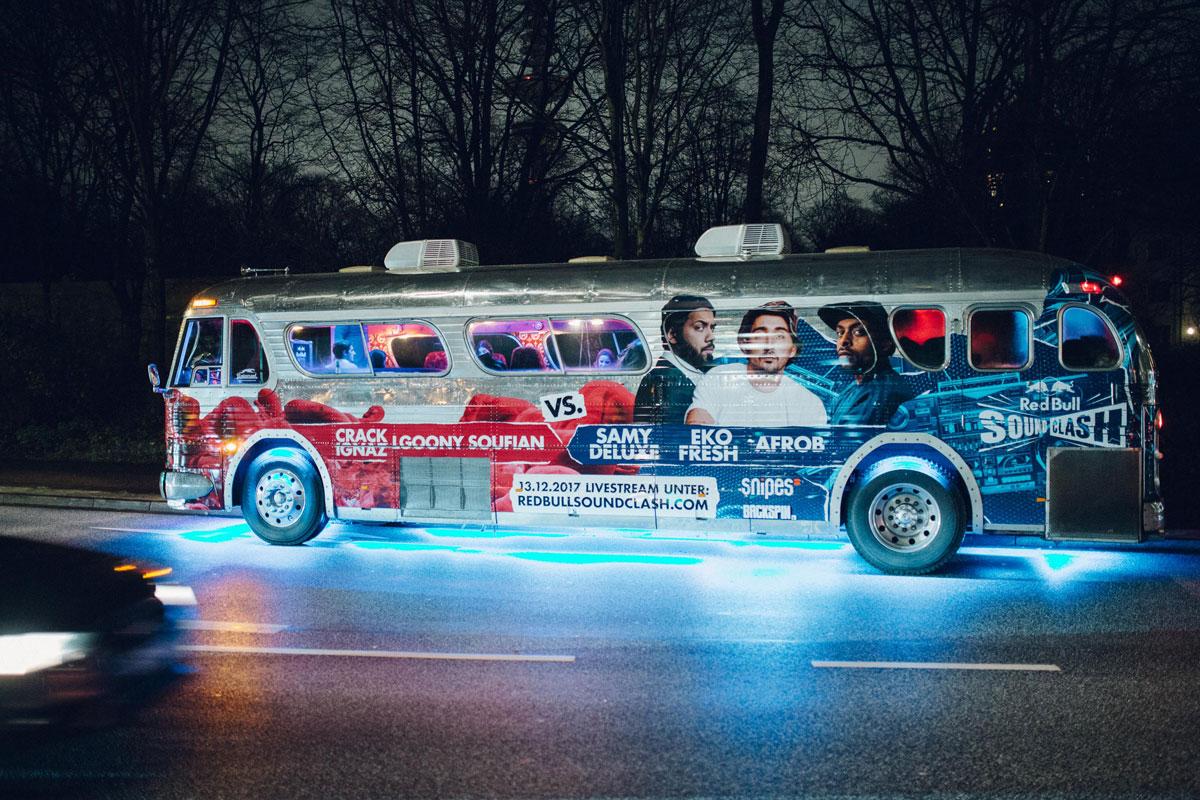 Der Bus fuhr in Hamburg quer durch die Stadt