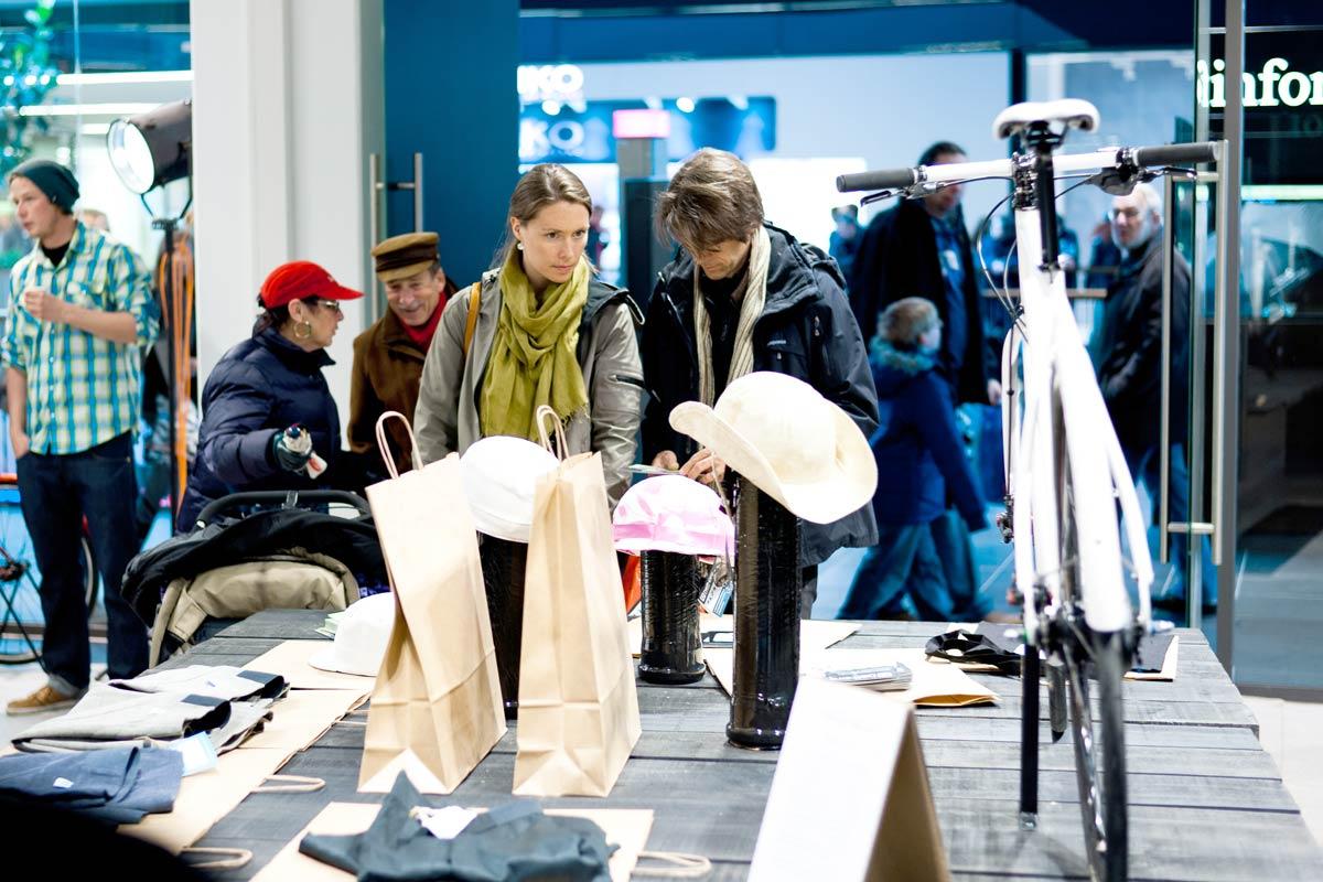 Der Hy Pop Store eröffnet in der Dresdener Centrum Galerie. CROMATICS organisiert das Event von Corio.