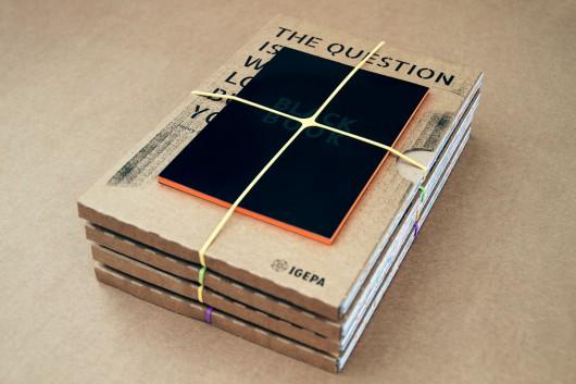 Gemeinsam mit einem Bildband und einem Booklet werden die Papierkompendien an Geschäftspartner geliefert.