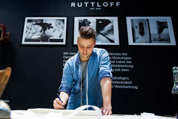 Johann Ruttloff von Ruttloff-Garments hat die CROMATICS Jacken entworfen und geschneidert. Ebenfalls ein wichtiger Partner für gelebte Copetition.