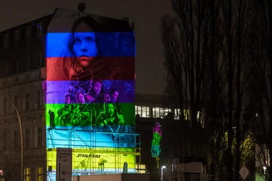 Die Animationen werden direkt vor Ort in Berlin an der Wand angepasst.