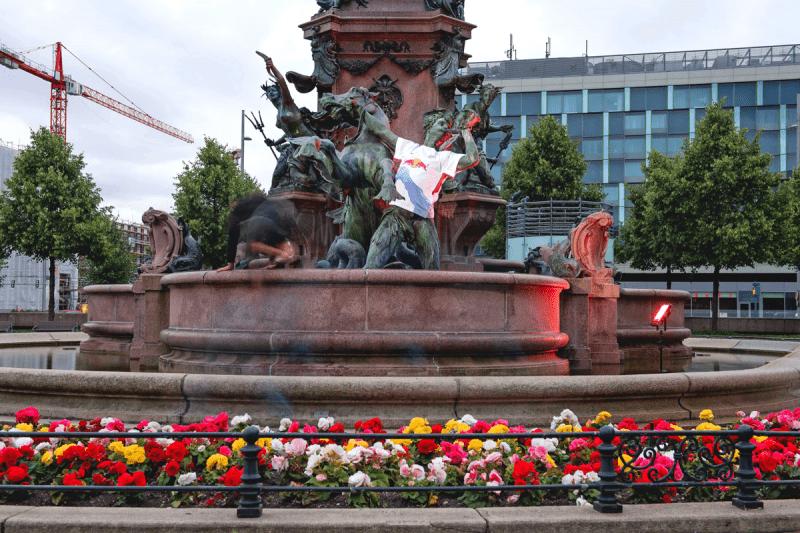 Insgesamt wurden 7 Statuen eingekleidet.