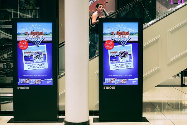 Die Screens in der Mall übertrugen die Bilder der Social Box von reddo.
