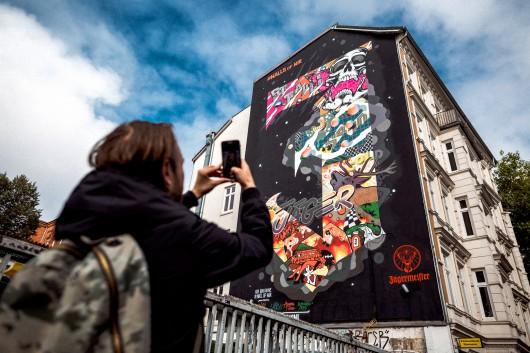 Die erste Wand ist in Hamburg schon fertig und kann bewundert werden.