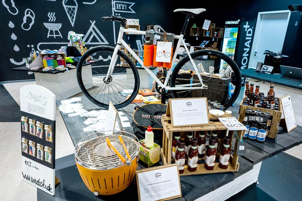 Im HY Pop Up Store in der Centrum Galerie Dresden organisiert CROMATICS das Event zur Eröffnung.