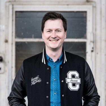 Der Geschäftsführer der CROMATICS GmbH Ronny Ullrich ist Spezialist im Community Management und für Markenentwicklung.