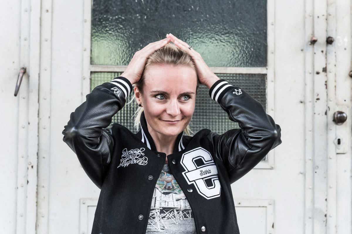 Saskia Hesse koordiniert Produktionen und unterstützt den Vertrieb.