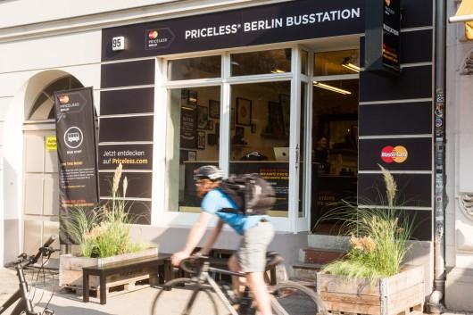 Der fancy Pop Up Store war in Berlin Mitte eine gute Anlaufstelle für alle Interessenten.