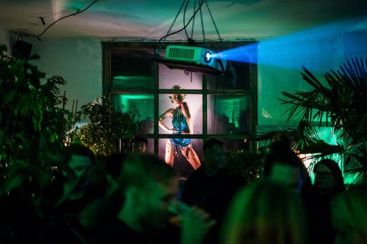 Tänzerinnen heizten den Gästen nochmal ordentlich ein.
