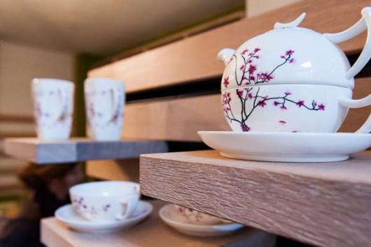Tee strahlt Ruhe aus und der TEERAUSCH Store in der Dresdner Kunsthofpassage setzt diese Ruhe auch im kompletten Storedesign um.
