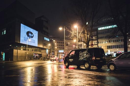 CROMATICS war auf Berliner Straßen unterwegs und hat für VANS Guerilla Projektionen verbreitet.