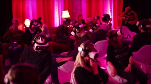 Das Kino der Zukunft ist mit Virtual Reality Brillen ausgestattet.