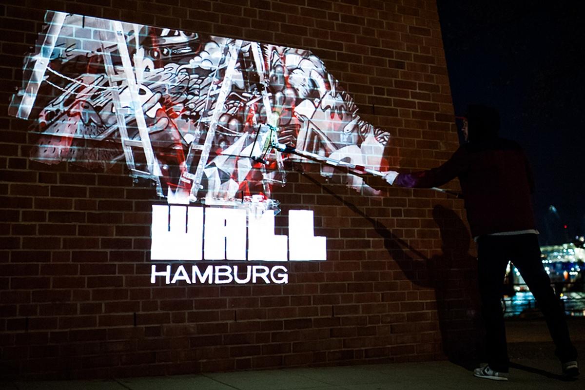 In 4 Städten waren CROMATICS mit dieser Aktion unterwegs. Hier zu sehen - die Wall Hamburg.