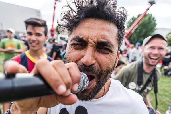 Nichts ist besser als ein Moderator, der die Stimmung anheizen kann. Yousef Hammpudah von adidas hat diese Aufgabe beim Day of Change perfekt erfüllt.