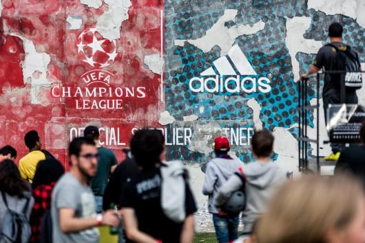 Blick auf die freigeschossene Wand zum Day of Change im Rahmen der UEFA Champions League 2015 mit adidas