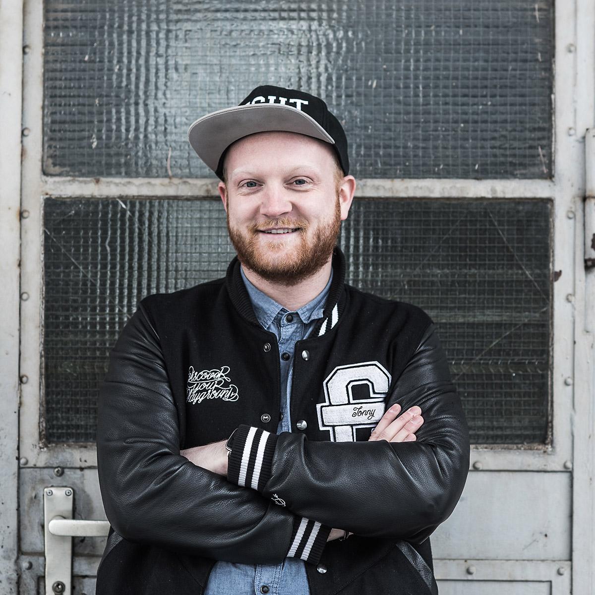 Jonny kümmert sich bei CROMATICS Dresden um Social Media und coole Sprüche.