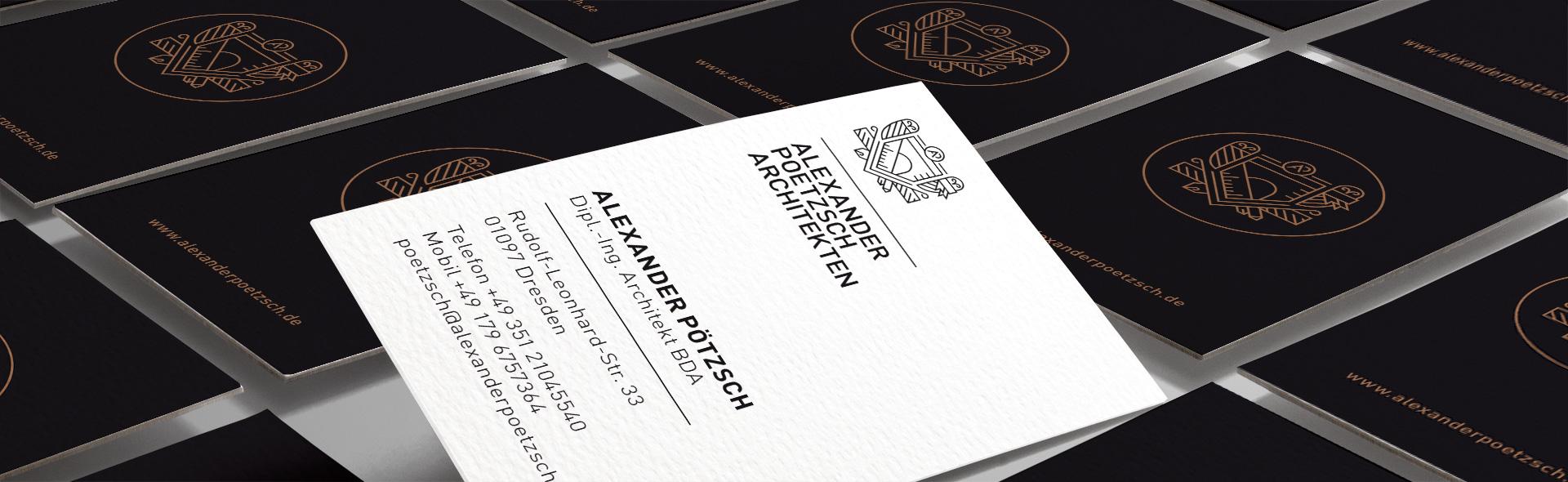 Visitenkarten als Header sortiert für Alexander Pötzsch Architekten. Markenentwicklung stammt von CROMATICS.