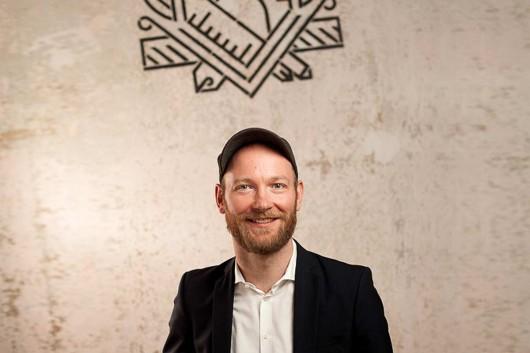 Aleander Pötzsch ist der Namensgeber und Gründer der Alexander Pötzsch Architekten. Gemeinsam mit ihm hat CROMATICS die Marke entwickelt.