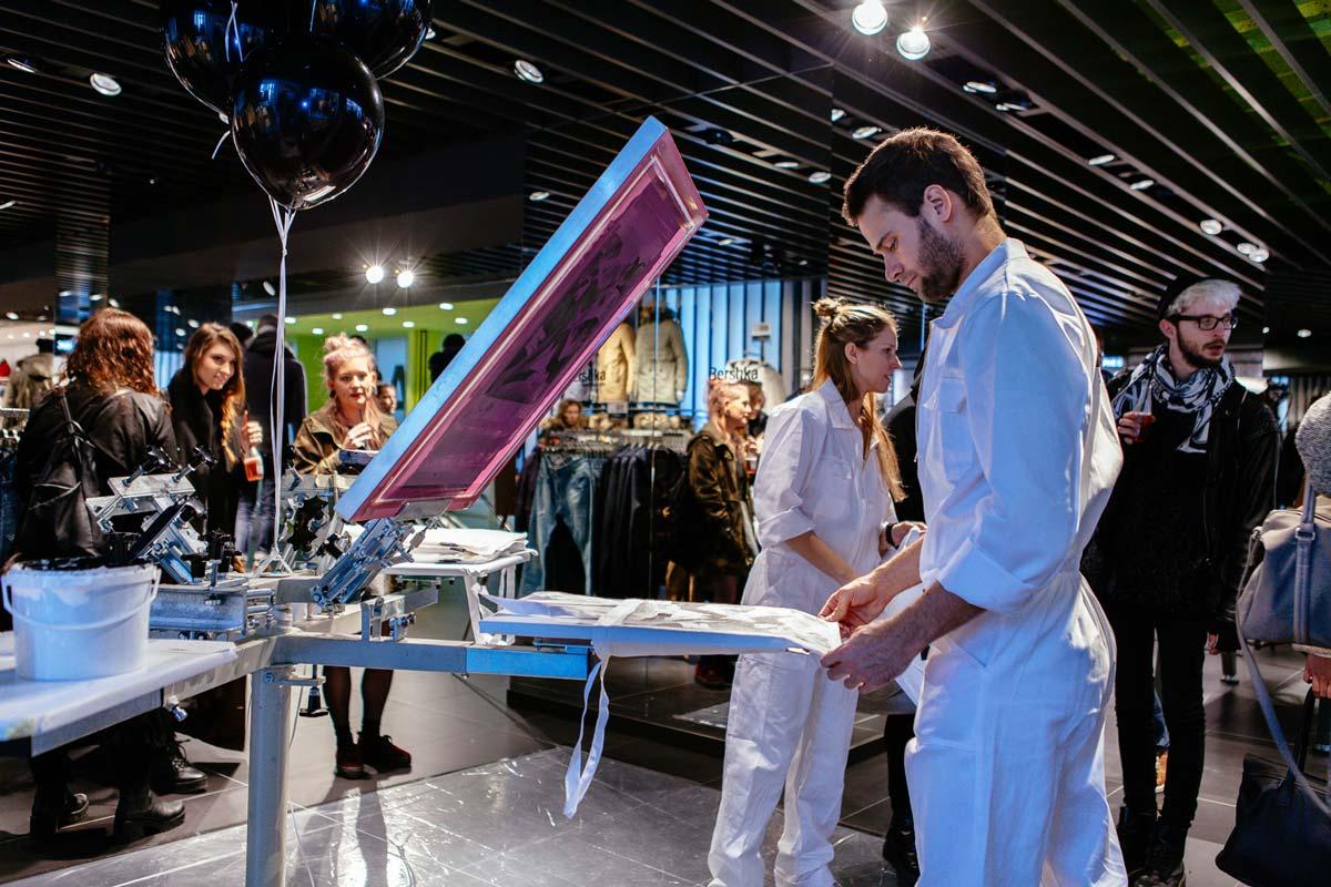Post-digitale PR Aktion von CROMATICS zur Bershka Store Eröffnung. Bags für die Mode-Blogger und Gäste des Events zum mitnehmen.