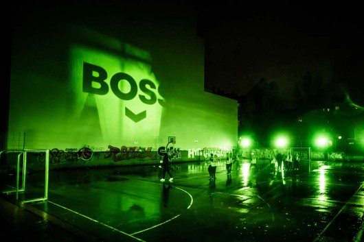 Boss everyone. Unter dieser Kampagne kickten wir im Regen mitten in Berlin.