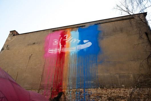 Per Silikonmaskentechnik gestaltete CROMATICS diese Wand und beschossen sie danach mit Farbe.