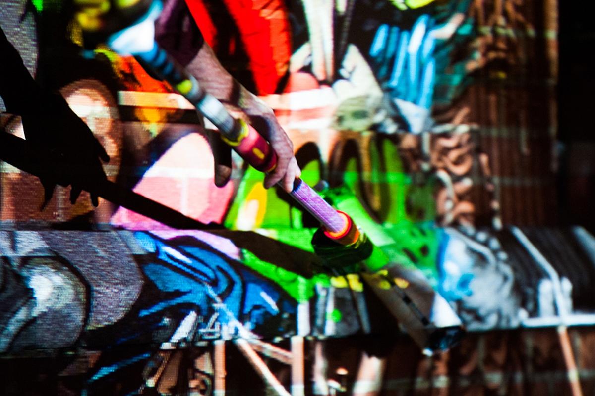 Wie mit einer Malerrolle, werden die Motive an die Wand gebracht - dazu braucht man keine Farben - nur den Digital Paint Roller.
