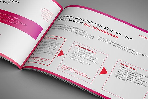 Auch in der Broschüre von e-dox wird das komplette Corporate Design angewandt und für alle Mitarbeiter zusammengefasst.