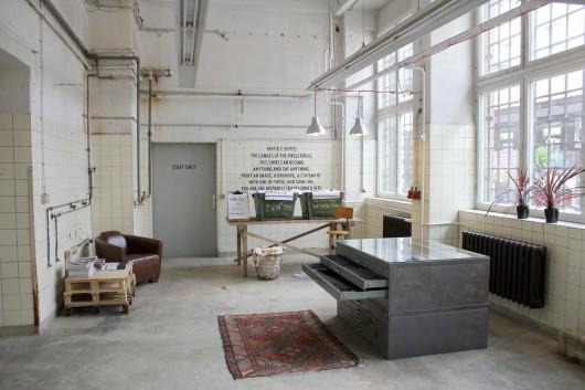 der Levis Print Worksop ist ein voller Erfolg. CROMATICS wurde von Levis beauftragt die Go Forth Kampagne nach Berlin zu bringen.