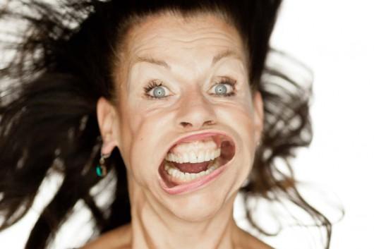 Sie macht ein großes Gesicht bei der New Yorker Blow Job Aktion und wird damit eines der Knüllerbilder von Tatao Cern.