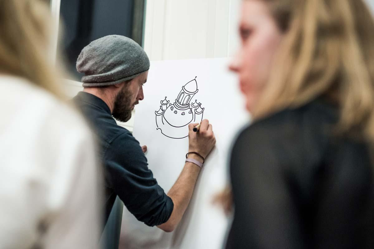 Künstler aus dem Künstlerportfolio von CROMATICS halten die Diskussionen zum Thema Dresden Zukunftsstadt 2030 fest.