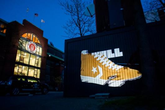 Einfach jedes Motiv ist möglich, in allen erdenklichen Farben - eine digitale OOH Aktion für eine Nacht.
