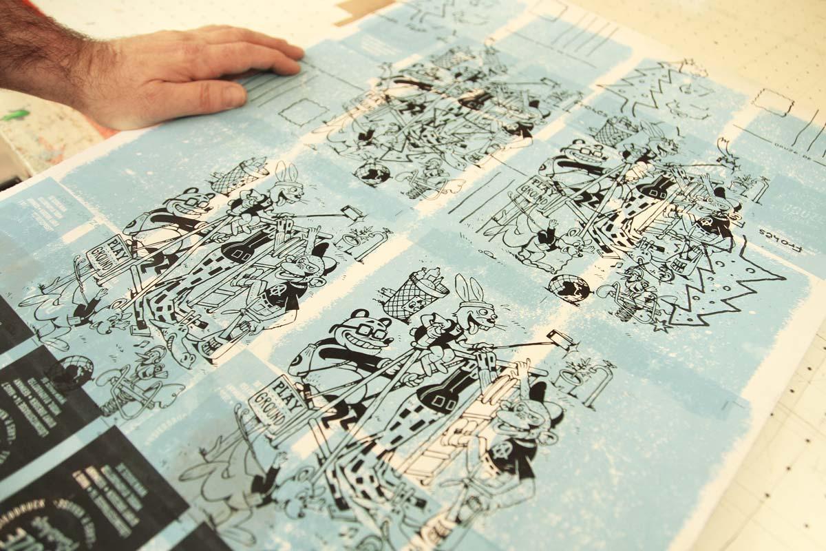 Siebdruck von Douze im Haus 7 machen die Neujahrskarten zu Unikaten.