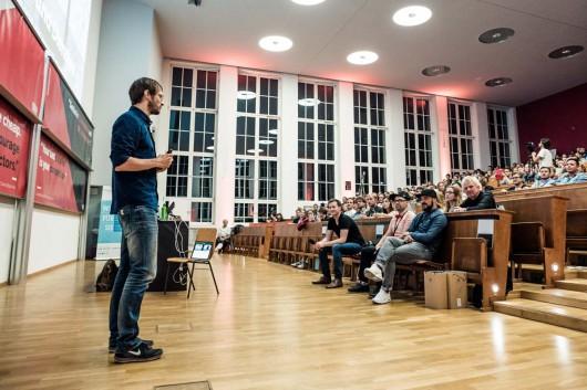 Jan Schmiedgen spricht über Design Thinking bei der 99U Local in der TU Dresden.
