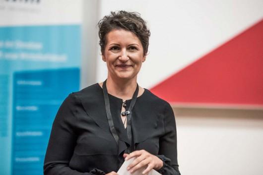 Jenny Gleitsmann spricht zum Thema Unternehmer, bleibt Visionäre. Das Publikum der 99U Local und das Team von CROMATICS sind begeistert.