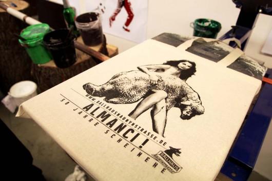 Bags und Beutel, Jutebeutel und vieles mehr kann im Levis Print Workshop der Go Forth Kampagne bedruckt werden. CROMATICS betreute die mehrwöchige Aktion.
