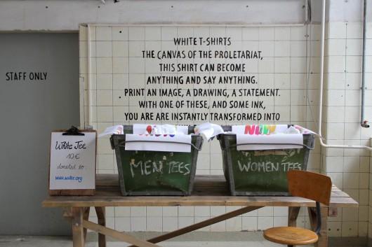 T-Shirts individuell gestalten. Levis macht es in seinem Print Workshop in Berlin möglich.